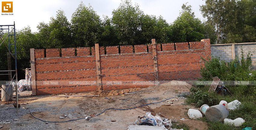 Thi công tường rào quanh khu đất - Ảnh 2