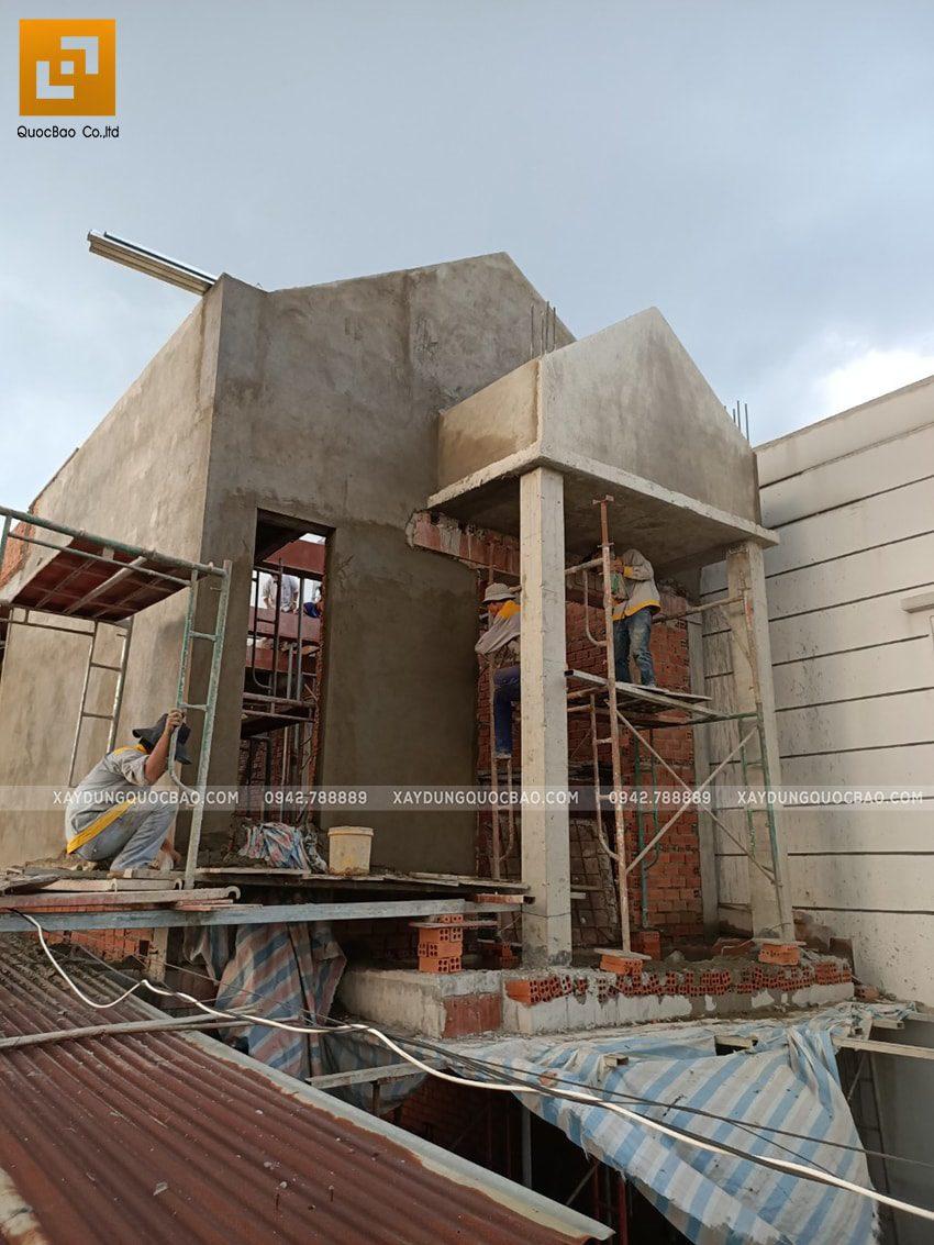 Thi công phần thô lầu 1 nhà mái thái chị Dung - Ảnh 6