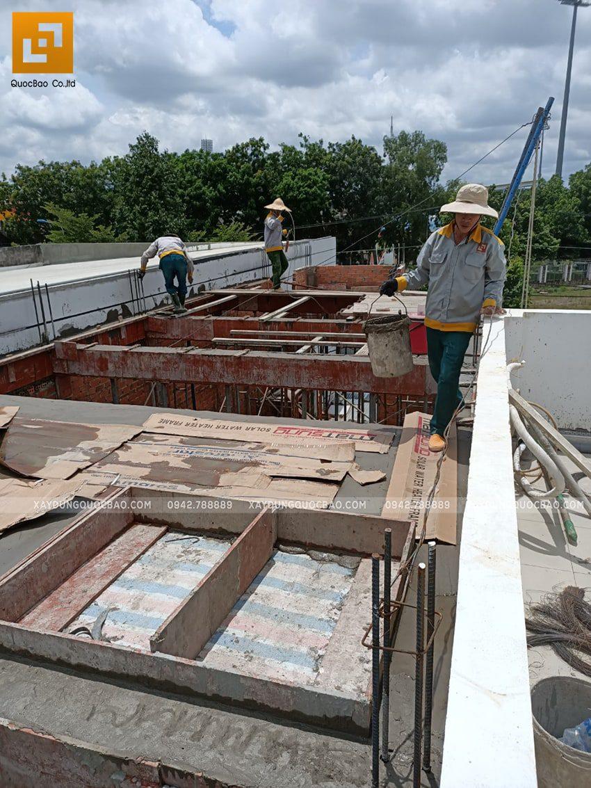 Thi công phần thô lầu 1 nhà mái thái chị Dung - Ảnh 1