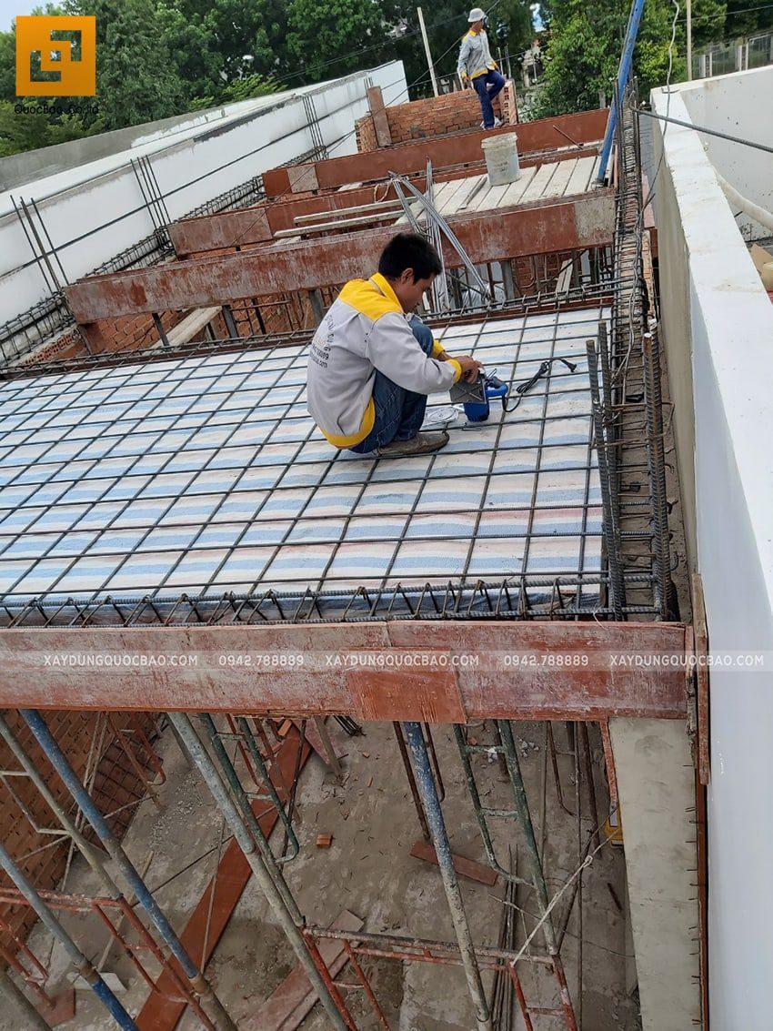 Thi công phần thô lầu 1 nhà mái thái chị Dung - Ảnh 3