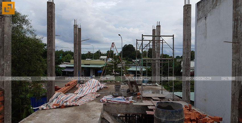 Thi công cột, trụ lầu 1