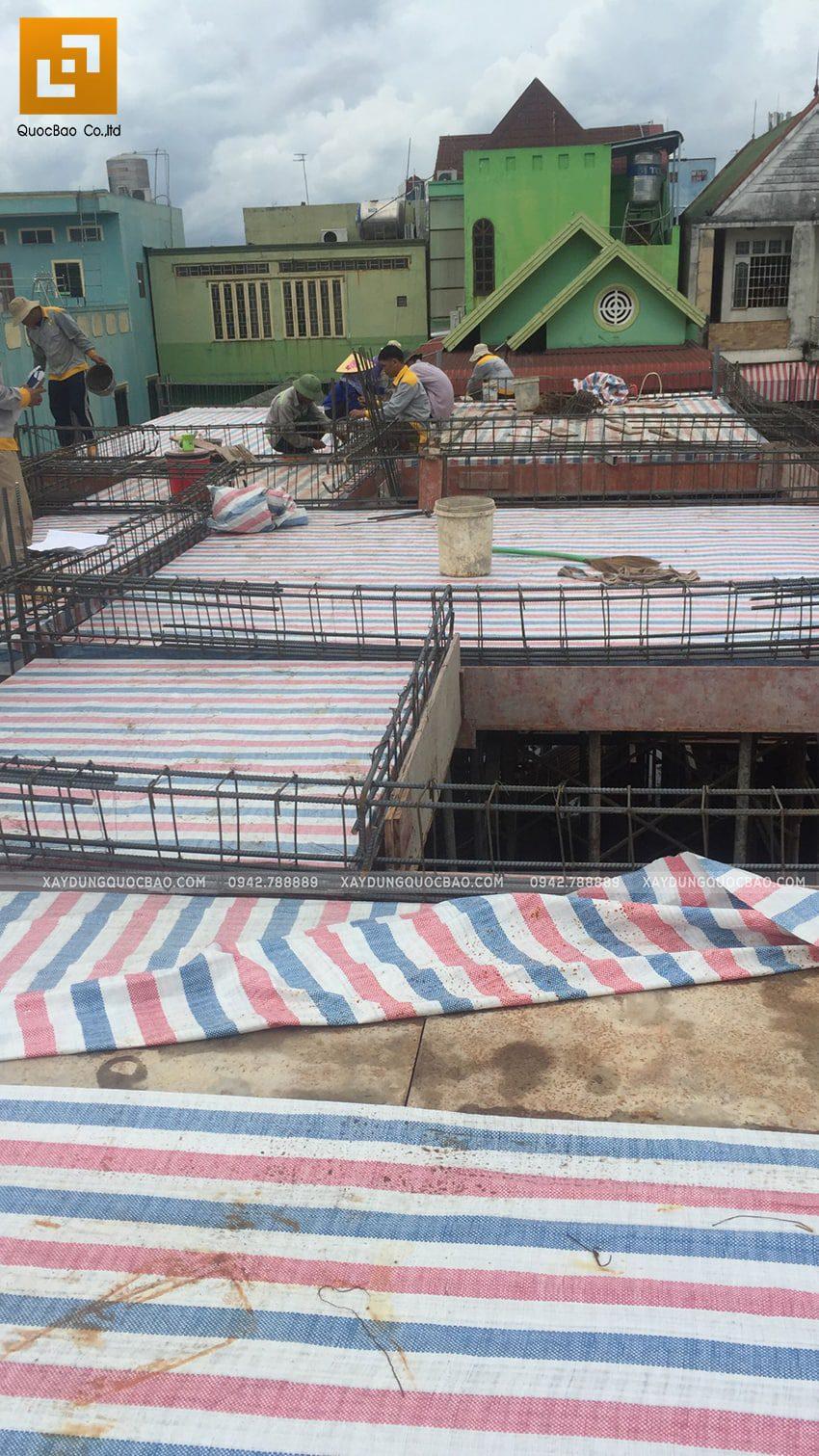 Thi công lắp đặt dầm dàn cốt thép lầu 1 - Ảnh 2