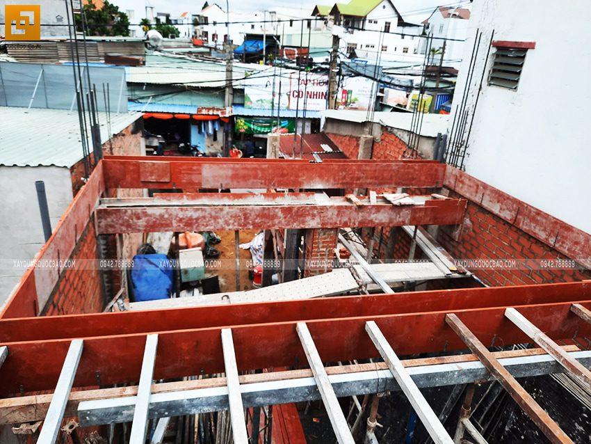 Lắp đặt ván cofa dầm, sàn lầu 1 nhà anh Hùng - Ảnh 4