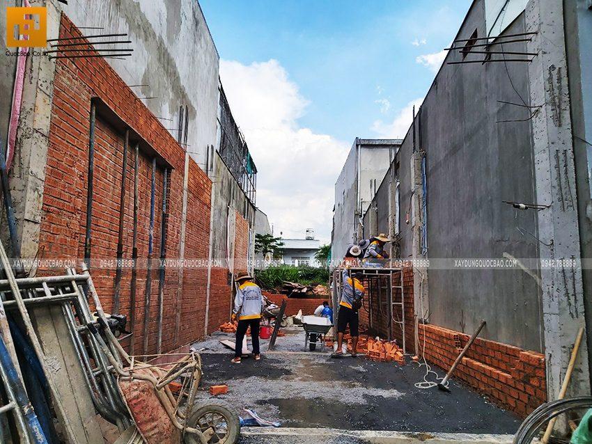 Xây tường bao, tường ngăn tại tầng trệt nhà mái thái 2 tầng