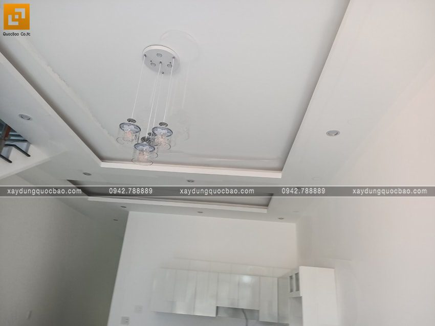 Công tác hoàn thiện bên trong căn nhà mái thái 2 tầng - Ảnh 2
