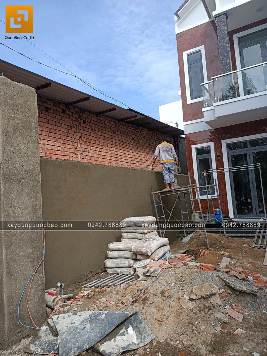 Tô trát xi măng tường bao sân nhà
