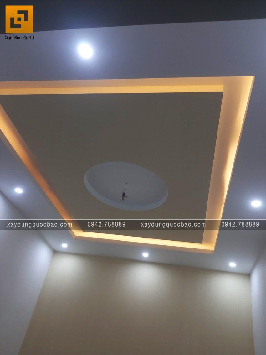 Hiệu ứng ánh sáng của đèn hắt đem lại vẻ đẹp độc đáo cho trần nhà