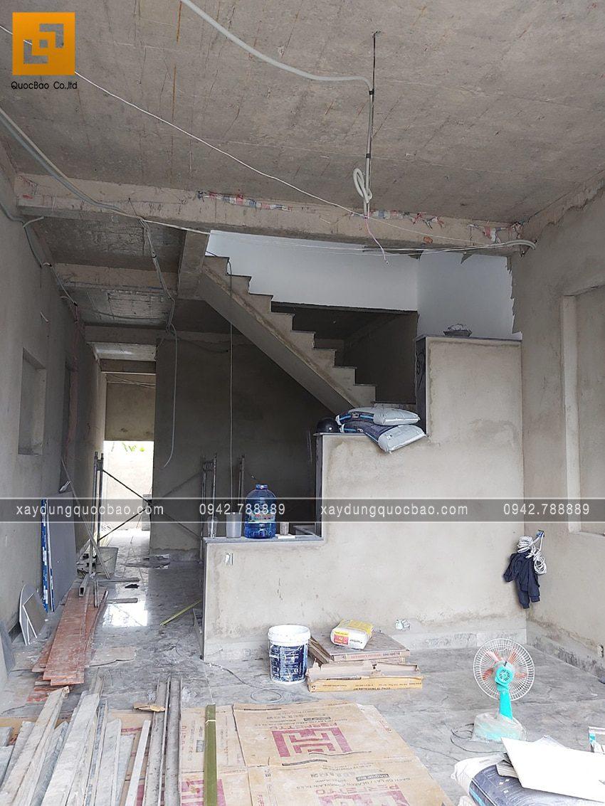 Công tác tô trát tường ngăn bên trong nhà mái thái