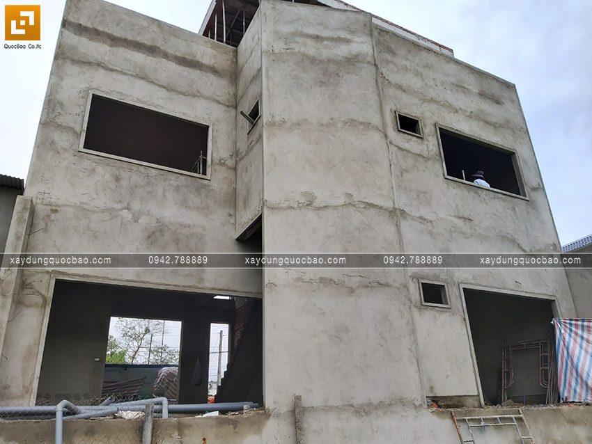Mặt tiền nhà đã được tô trát đầy đủ