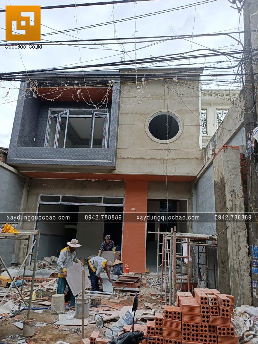 Hoàn thiện ốp gạch mặt tiền nhà 3 tầng - Ảnh 2