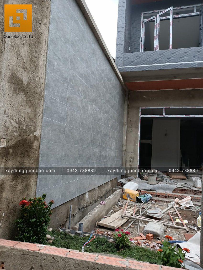 Công tác ốp gạch tường rào - Ảnh 2
