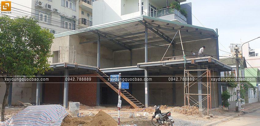 Thi công lắp đặt khung sườn quán cà phê 2 tầng - Ảnh 1