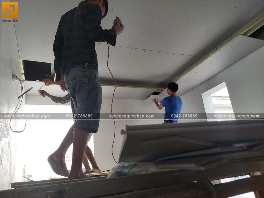 Thi công hoàn thiện nhà phố 2 tầng chị Ngân - Ảnh 12