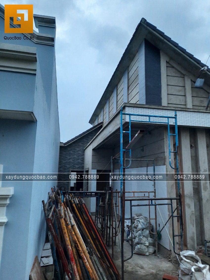 Thi công hoàn thiện nhà mái lệch 2 tầng - Ảnh 1