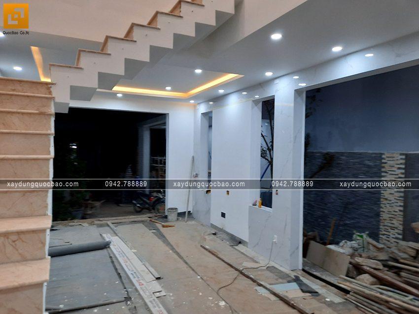 Thi công hoàn thiện nhà mái lệch 2 tầng - Ảnh 10