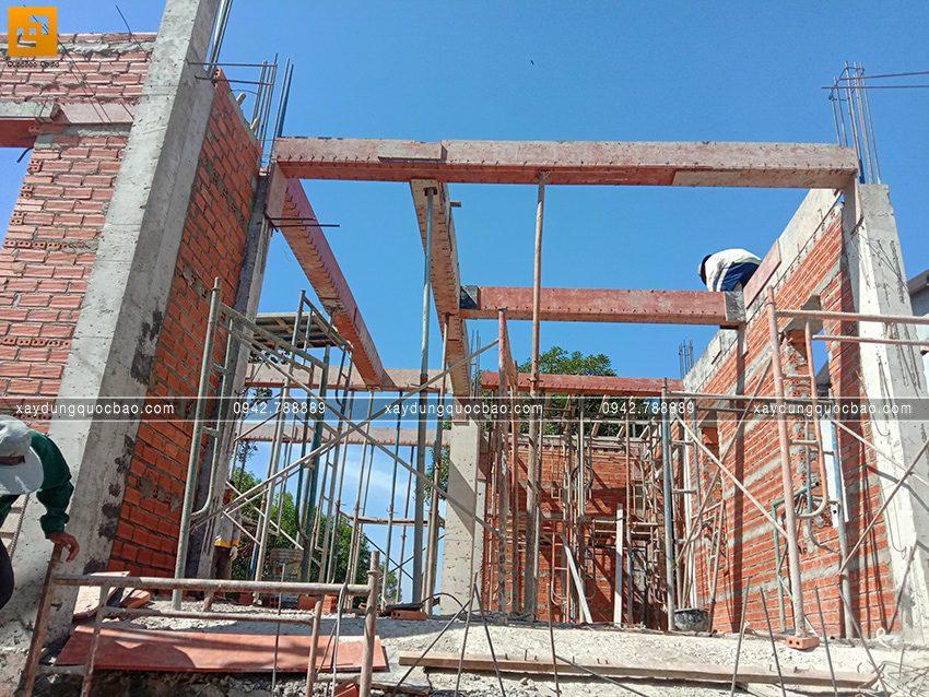 Thi công phần thô tầng trệt biệt thự vườn tại Vĩnh Cửu - Ảnh 28