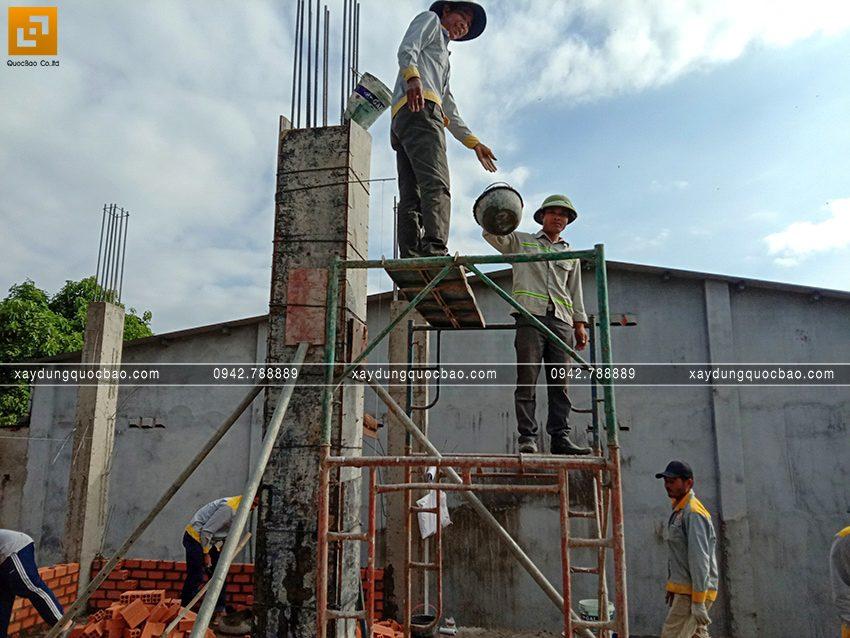 Thi công phần thô tầng trệt biệt thự vườn tại Vĩnh Cửu - Ảnh 25
