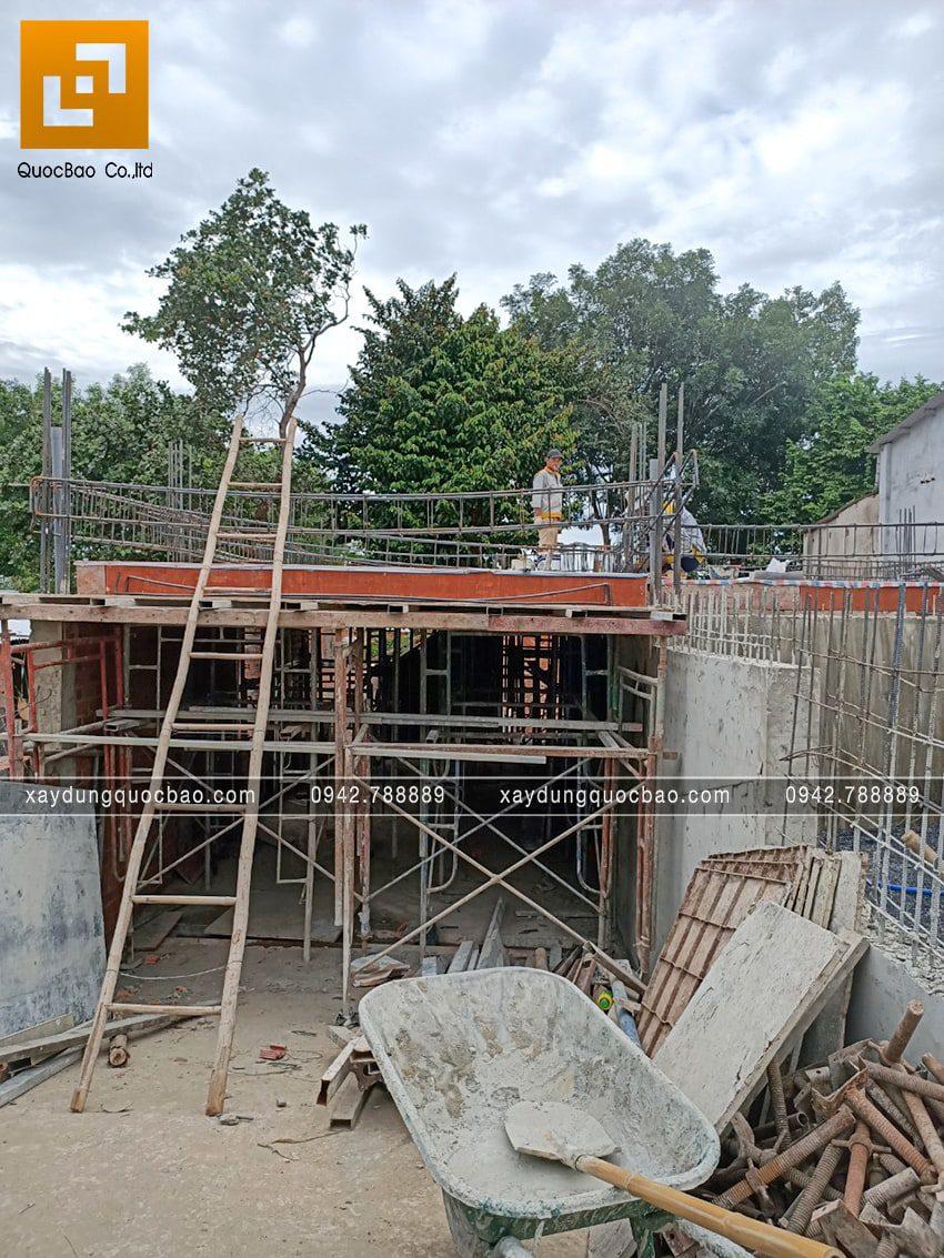 Thi công phần thô tầng trệt biệt thự vườn tại Vĩnh Cửu - Ảnh 9
