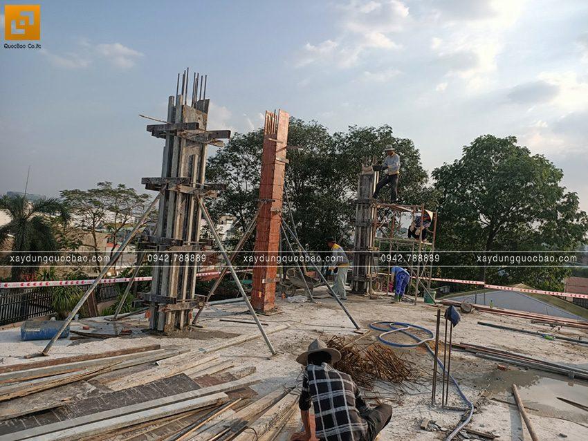 Lắp cốp pha đổ bê tông cột trụ lầu 1 - Ảnh 3