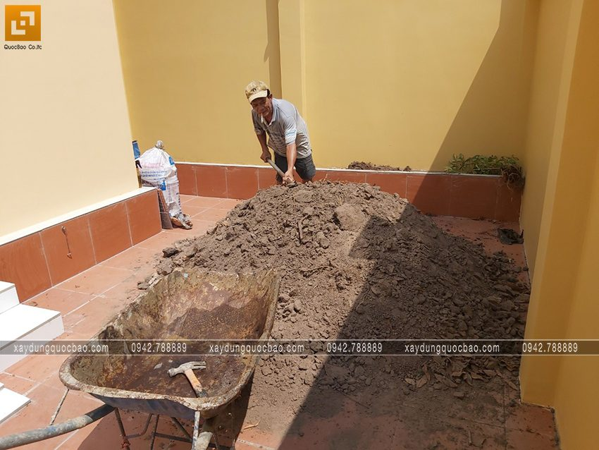 Hoàn thiện công đoạn cuối của căn nhà bác Năm