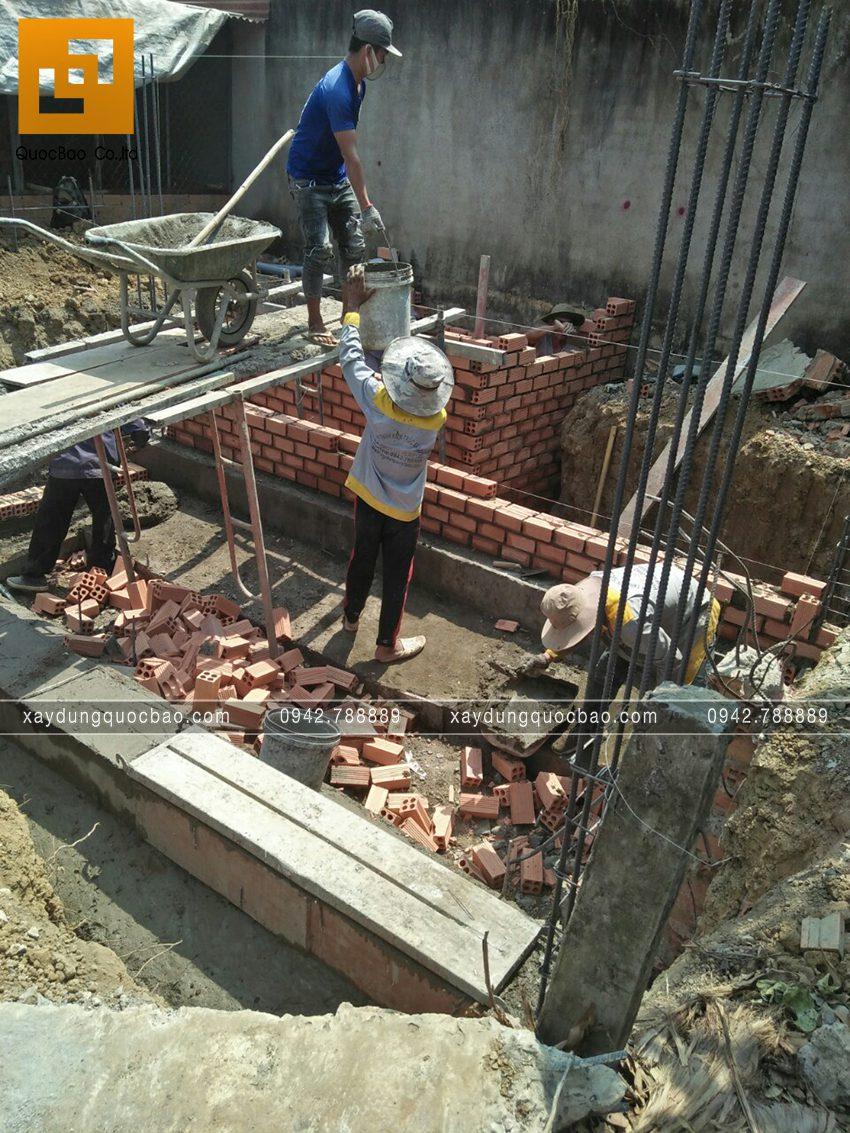 Thi công phần thô tầng trệt nhà mái thái - Ảnh 2