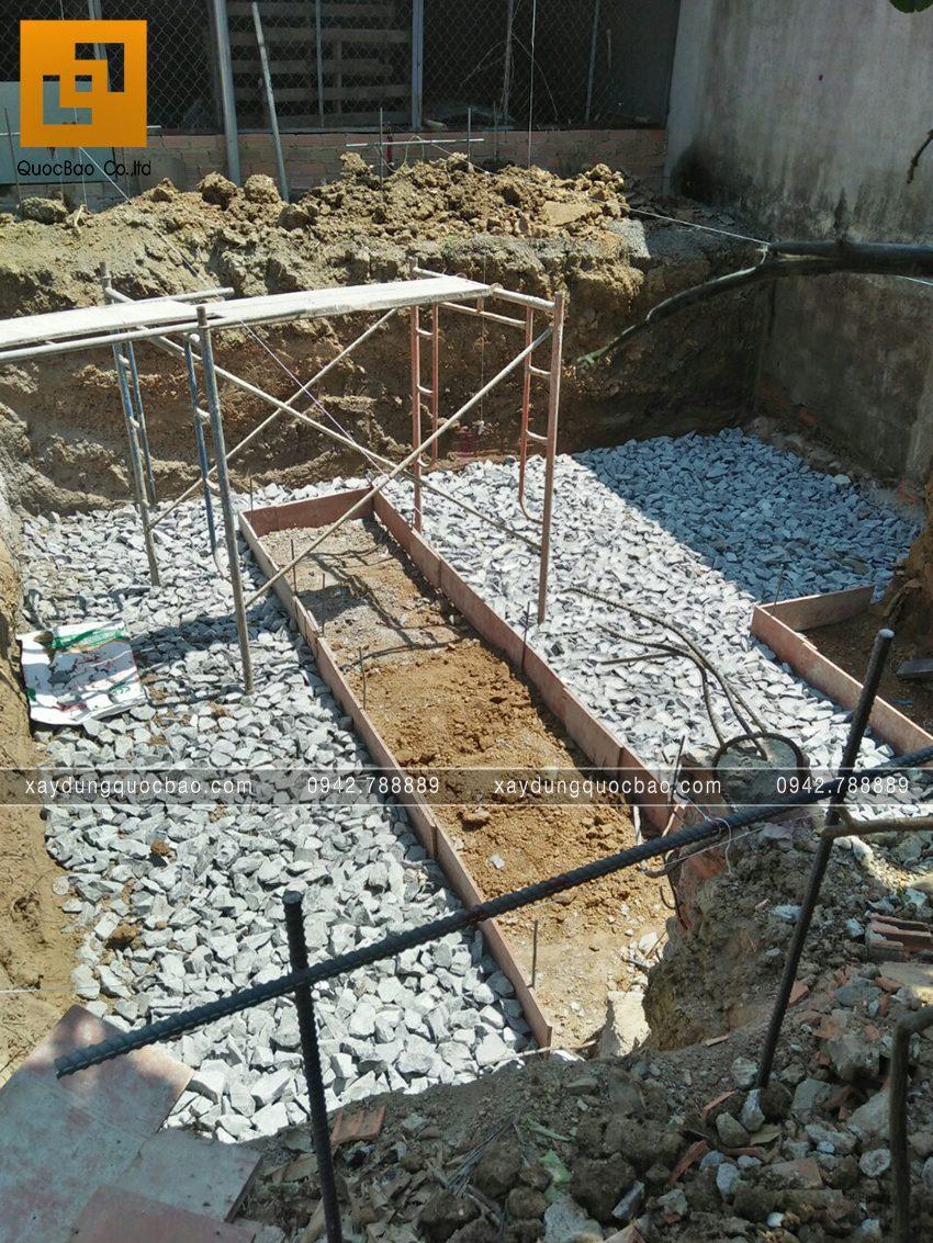Thi công phần thô tầng trệt nhà mái thái - Ảnh 5