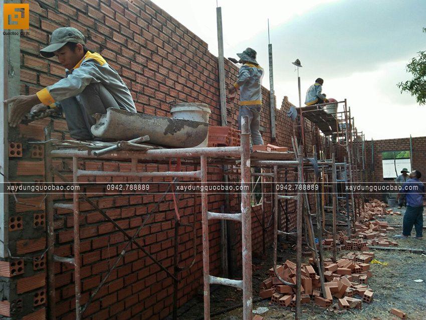Thi công phần thô tầng trệt nhà mái thái - Ảnh 6