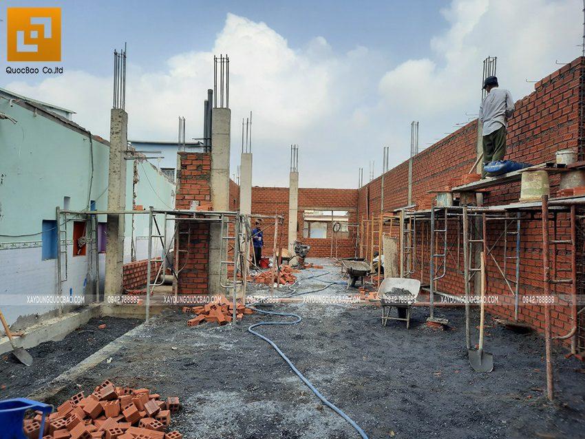 Thi công phần thô tầng trệt biệt thự mái Nhật - Ảnh 1