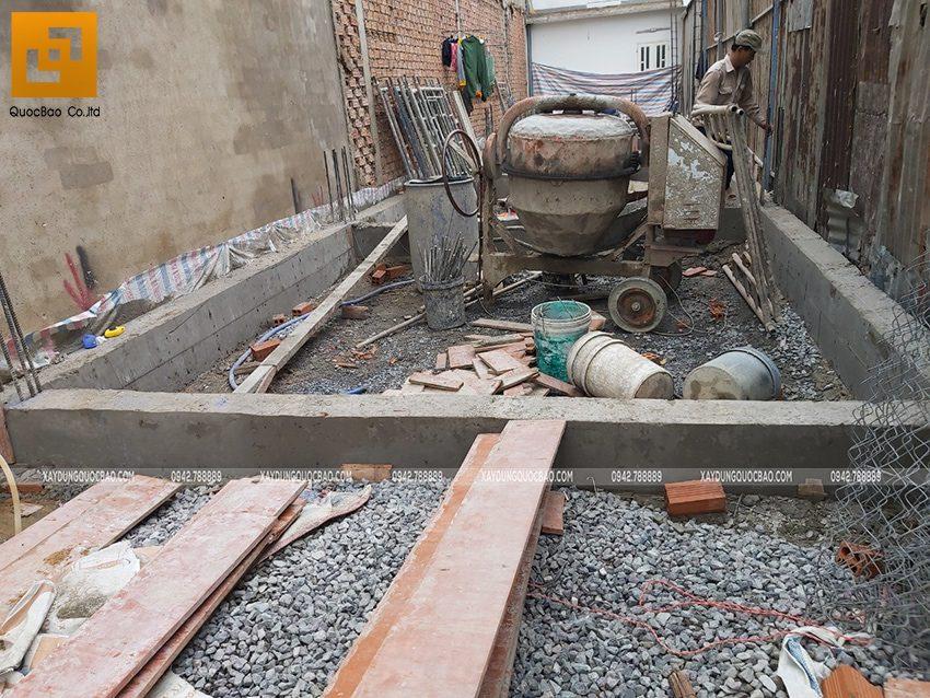 Thi công phần thô tầng trệt nhà 3 tầng - Ảnh 1