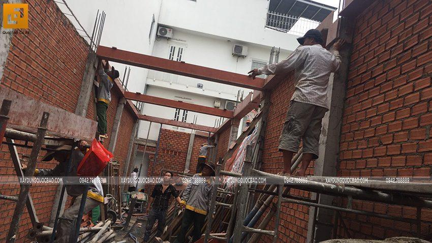 Thi công phần thô tầng trệt nhà 3 tầng - Ảnh 10