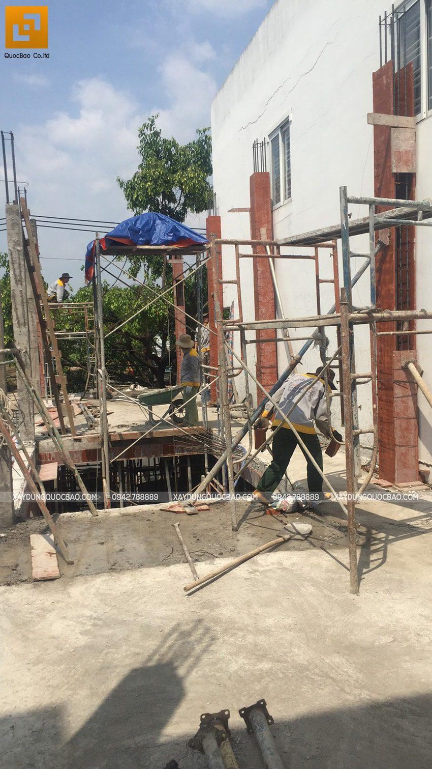Thi công phần thô lầu 1 nhà 3 tầng - Ảnh 3