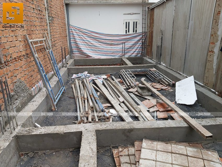 Thi công phần thô tầng trệt nhà 3 tầng - Ảnh 2