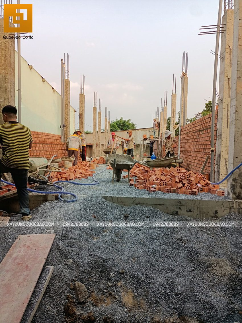 Thi công phần thô tầng trệt nhà mái thái tại Bình Dương - Ảnh 9