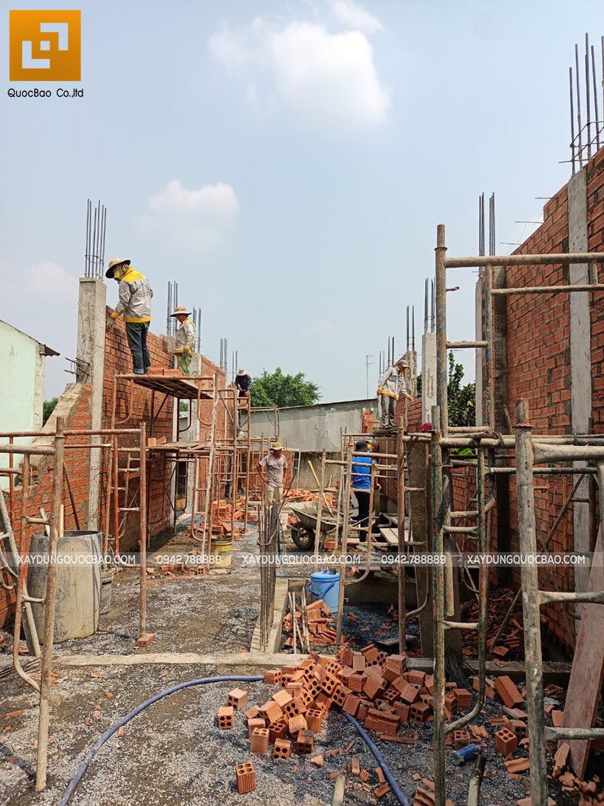 Thi công phần thô tầng trệt nhà mái thái tại Bình Dương - Ảnh 10