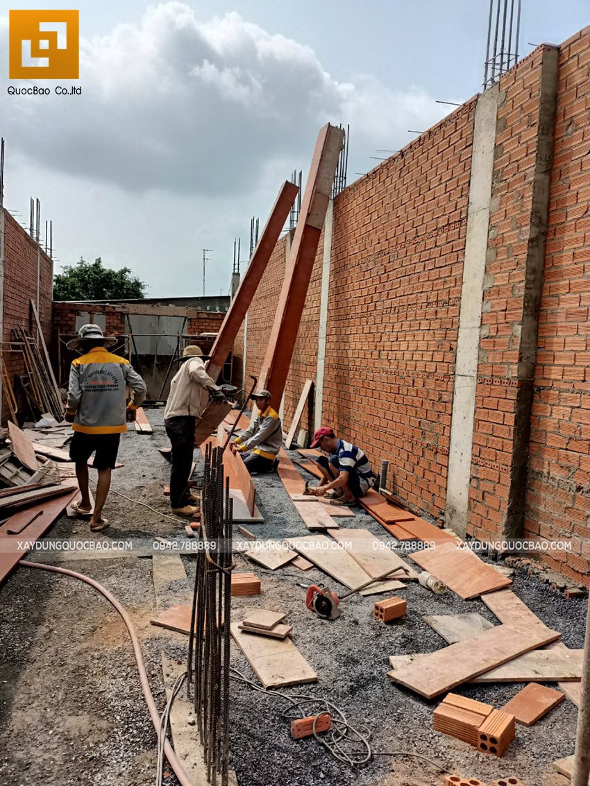 Thi công phần thô tầng trệt nhà mái thái tại Bình Dương - Ảnh 11