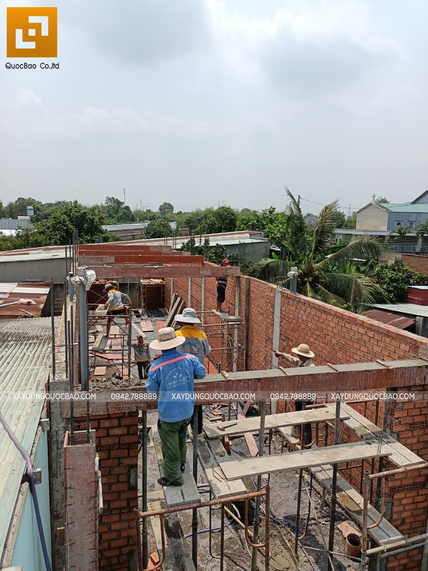Thi công phần thô tầng trệt nhà mái thái tại Bình Dương - Ảnh 12