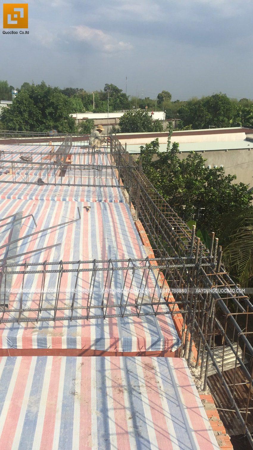 Thi công phần thô lầu 1 nhà mái thái tại Bình Dương - Ảnh 2