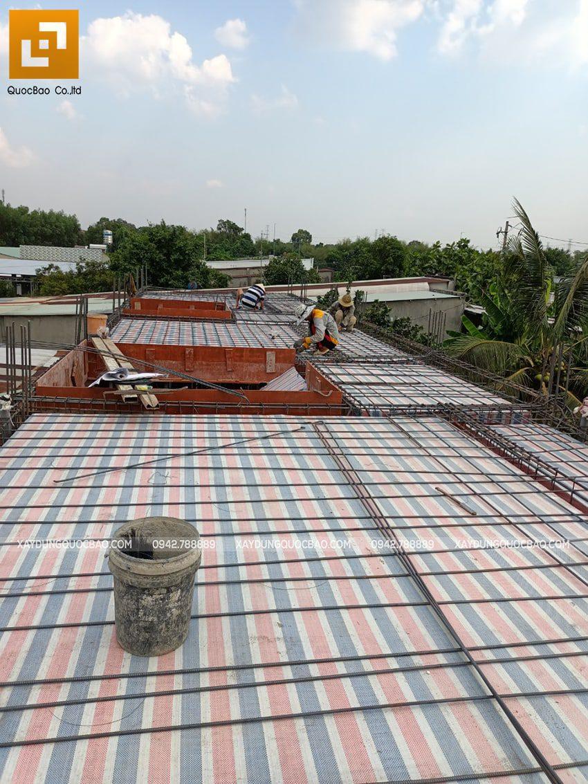 Thi công phần thô lầu 1 nhà mái thái tại Bình Dương - Ảnh 3
