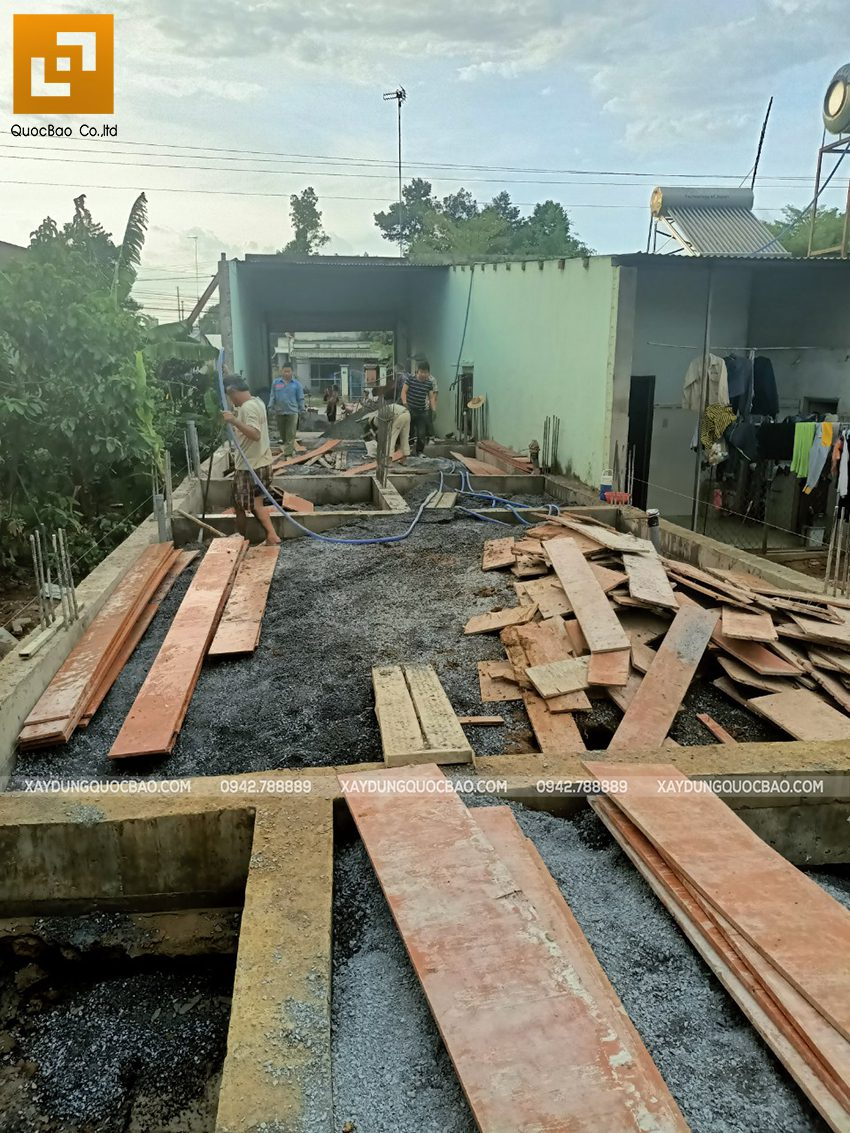 Thi công phần thô tầng trệt nhà mái thái tại Bình Dương - Ảnh 1
