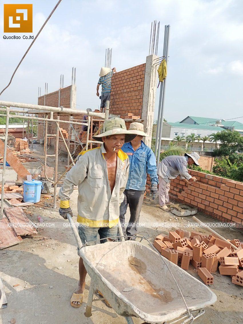 Thi công phần thô lầu 1 nhà mái thái tại Bình Dương - Ảnh 10
