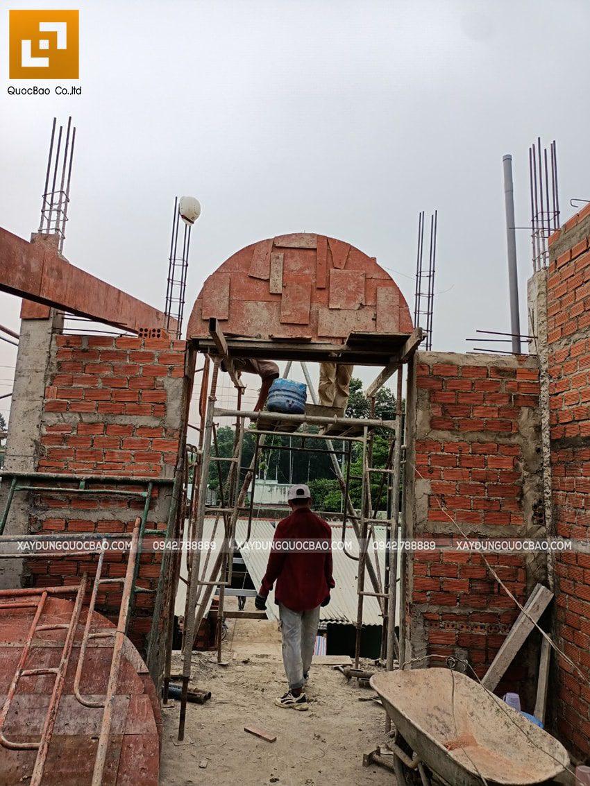 Thi công phần thô lầu 1 nhà mái thái tại Bình Dương - Ảnh 12