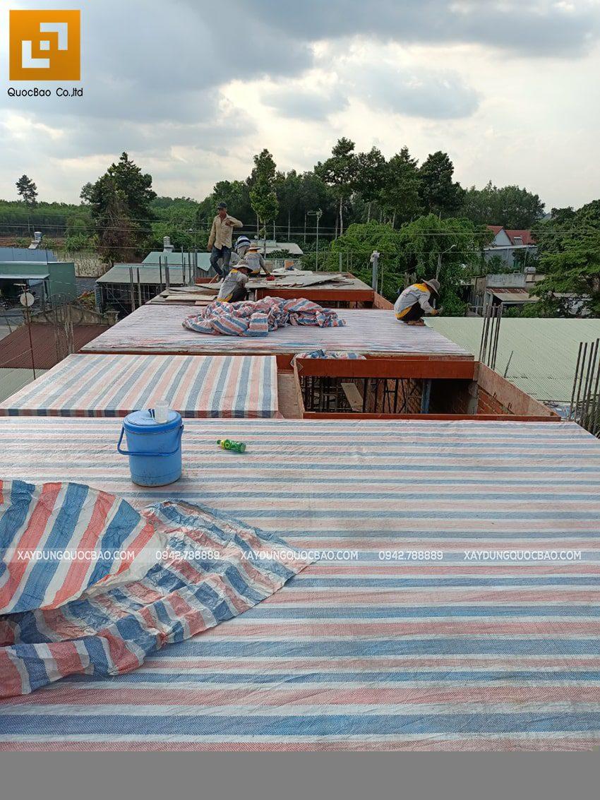 Thi công phần thô lầu 1 nhà mái thái tại Bình Dương - Ảnh 16
