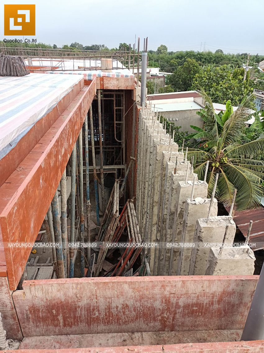 Thi công phần thô lầu 1 nhà mái thái tại Bình Dương - Ảnh 18