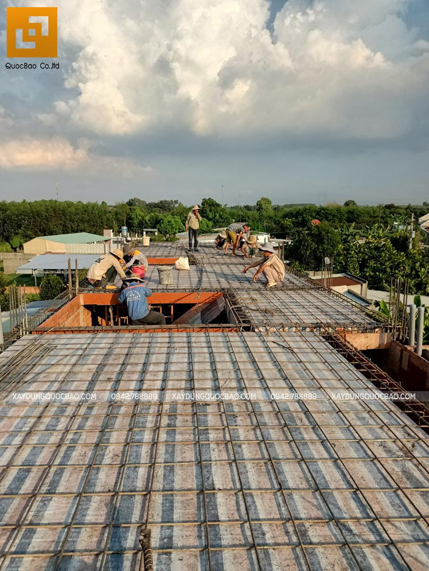 Thi công phần thô lầu 1 nhà mái thái tại Bình Dương - Ảnh 19