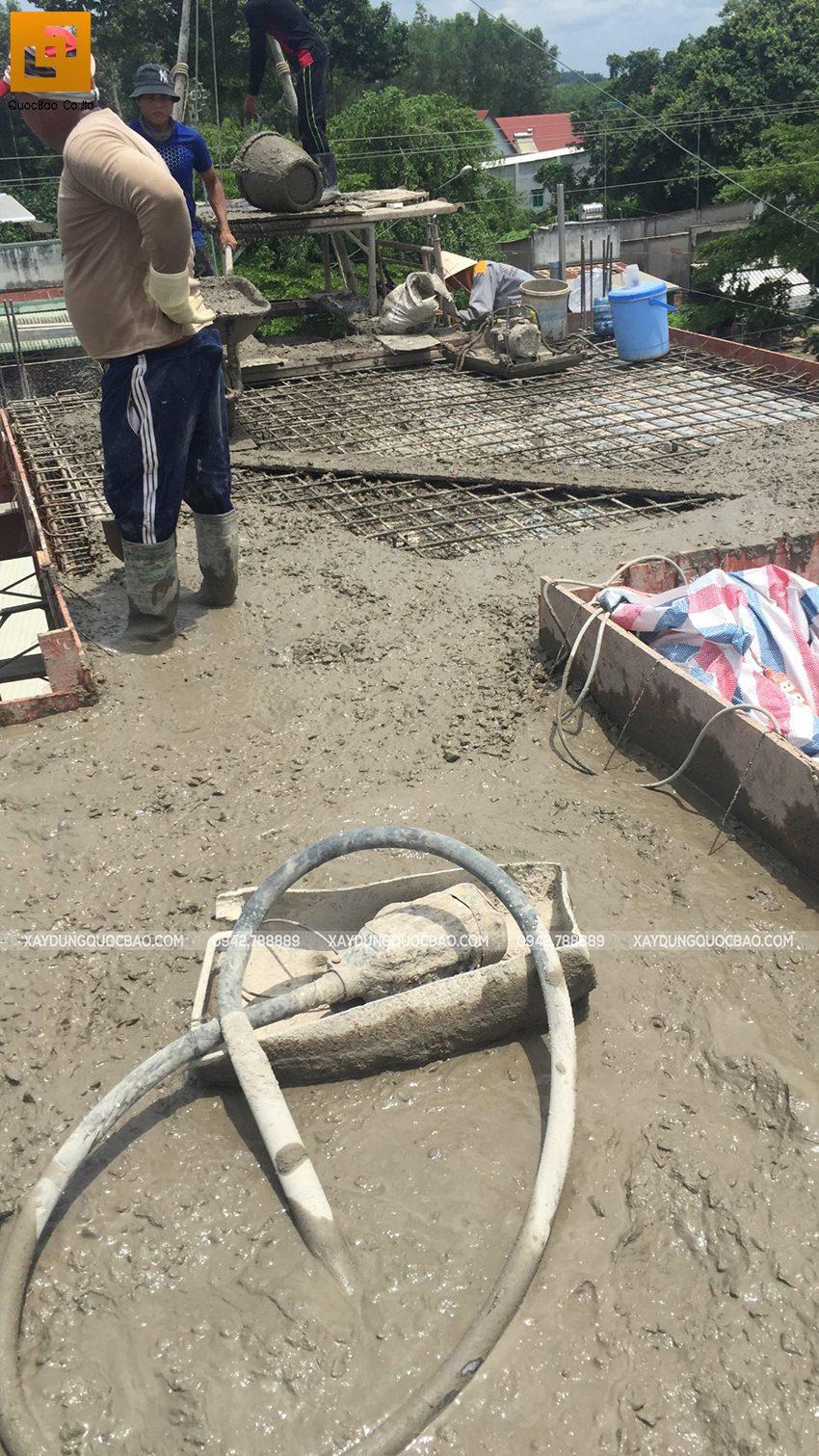 Thi công phần thô lầu 1 nhà mái thái tại Bình Dương - Ảnh 20