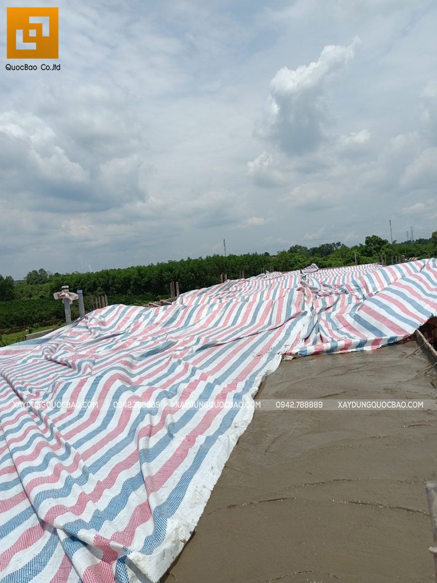 Thi công phần thô lầu 1 nhà mái thái tại Bình Dương - Ảnh 22