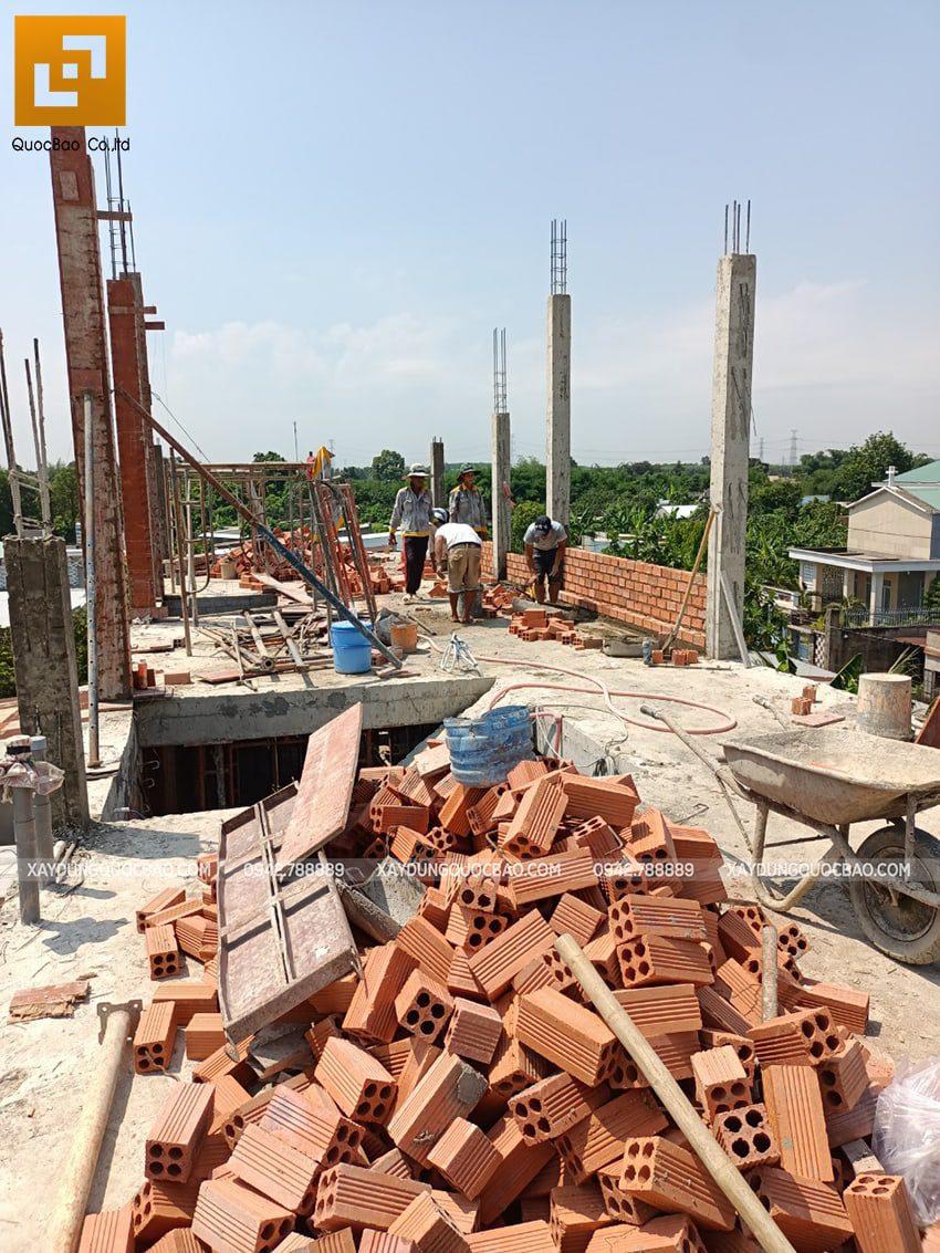 Thi công phần thô lầu 1 nhà mái thái tại Bình Dương - Ảnh 25