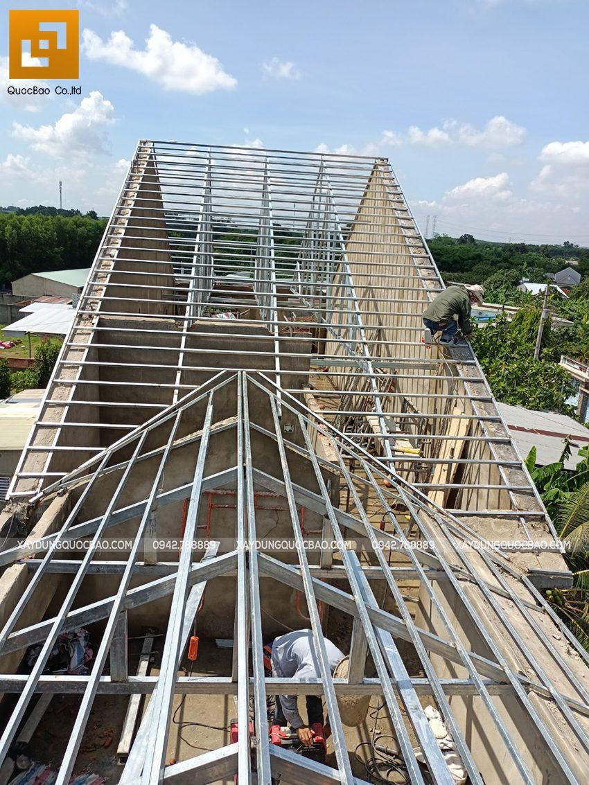 Thi công phần thô lầu 1 nhà mái thái tại Bình Dương - Ảnh 32