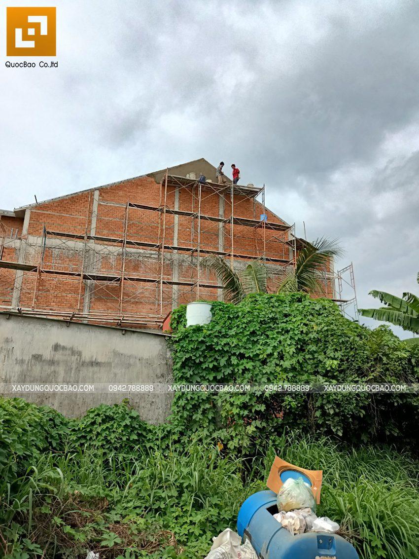 Thi công phần thô lầu 1 nhà mái thái tại Bình Dương - Ảnh 34