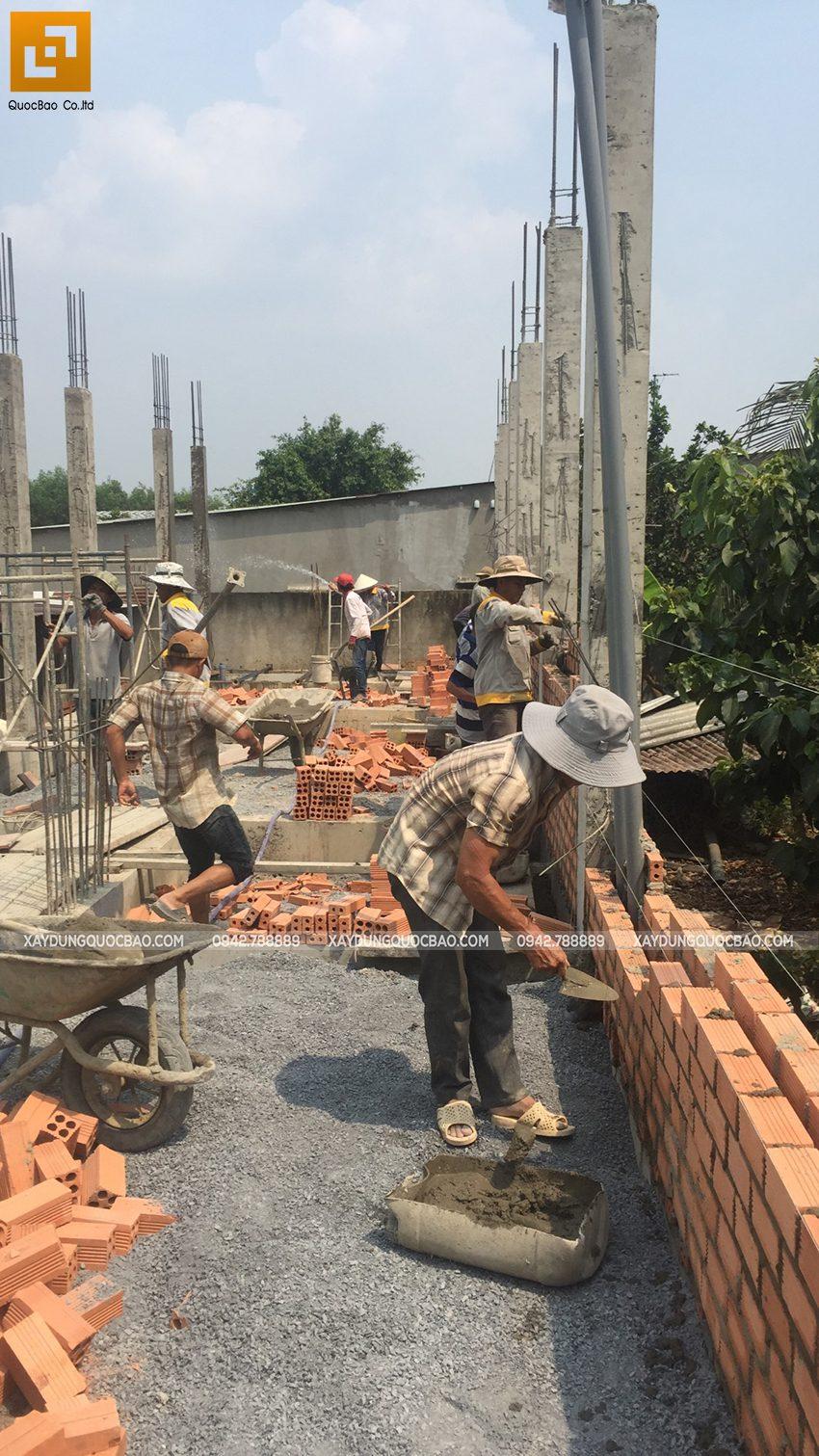 Thi công phần thô tầng trệt nhà mái thái tại Bình Dương - Ảnh 8